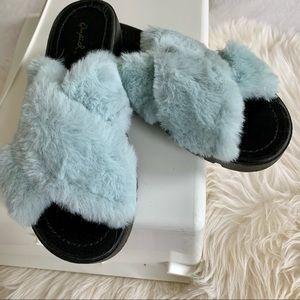 Qupid Faux-fur Sandals. Size 7.